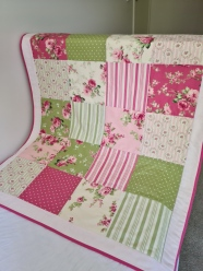 Cot Quilt Floral Lime/Pinks